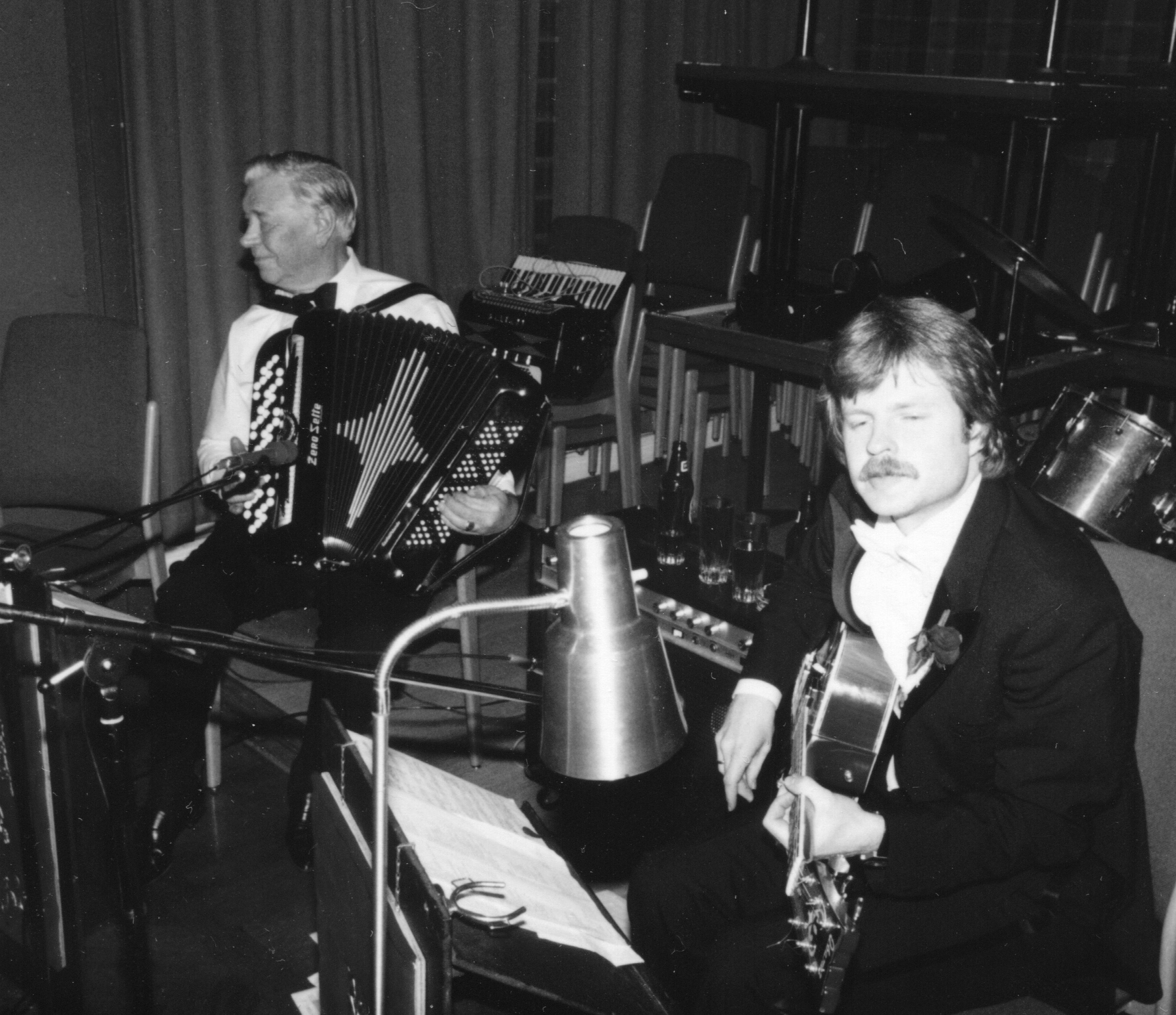 Tom og hans far under innspillingen av Det er Norge som er bra